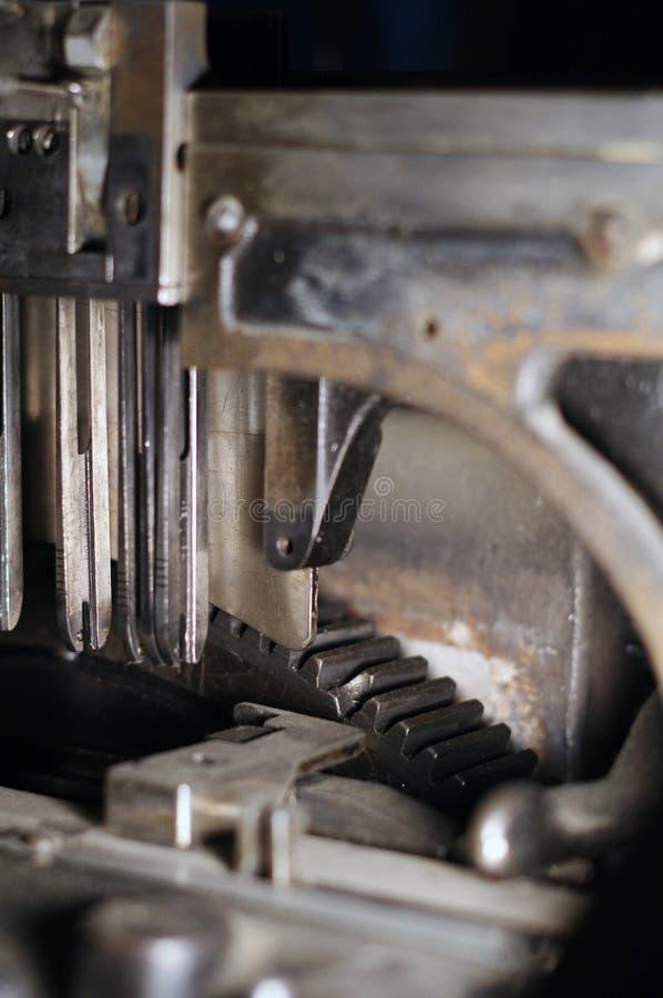 Linotypetoestellen bij krantenwinkel stock fotografie