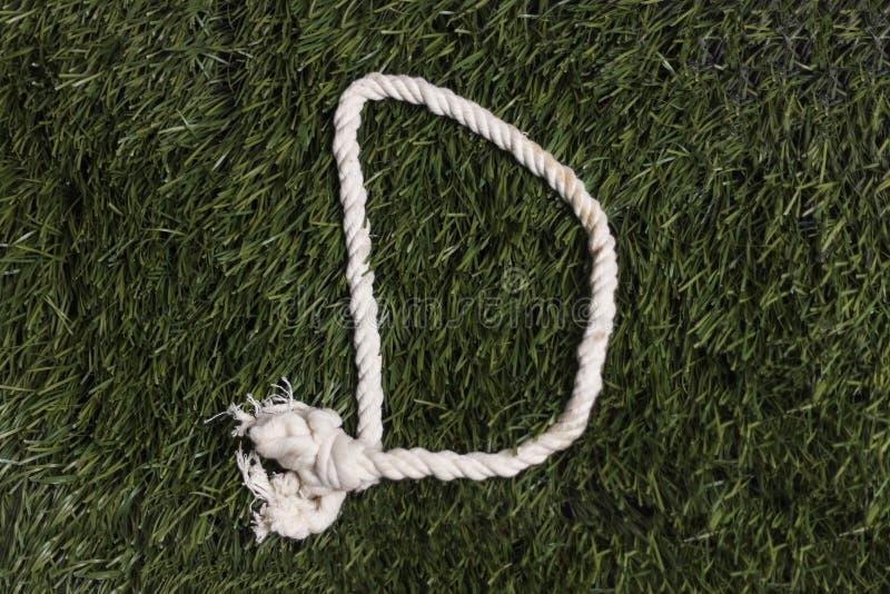 Linowy abecadło na trawie Listowy d fotografia stock