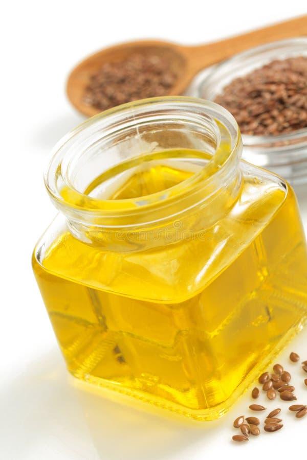 Linseed olej w butelce odizolowywającej na bielu zdjęcie stock