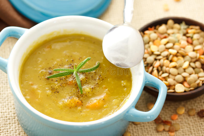 Linsesuppe stockfotos