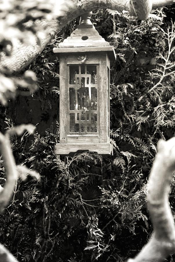 Linterna china de madera en el jardín de Hortulus fotografía de archivo