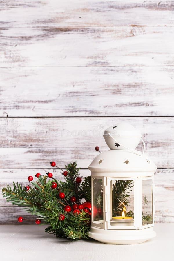 Linterna de Cristmas con el abeto fotos de archivo libres de regalías