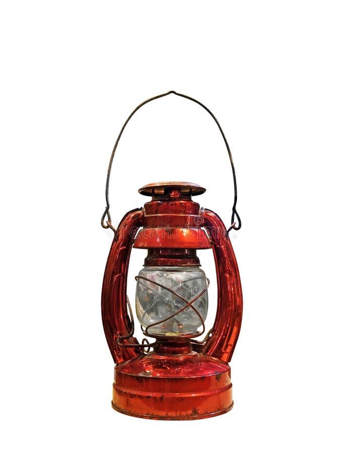 Linterna de keroseno roja antigua hermosa en el fondo blanco, clip fotos de archivo