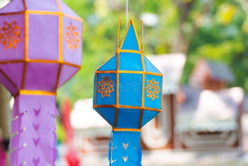 Linterna de la ejecución en templo tailandés y hogar tailandés Hecho del papel de bambú imagen de archivo