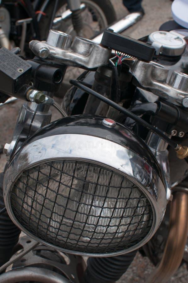 Linterna de la motocicleta con una parrilla imagen de archivo
