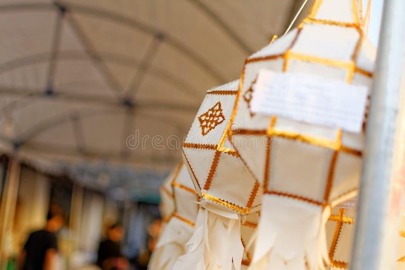 Linterna de papel: El festival de los ríos en el norte de Tailandia que para hacer oferta a Buda imagen de archivo libre de regalías