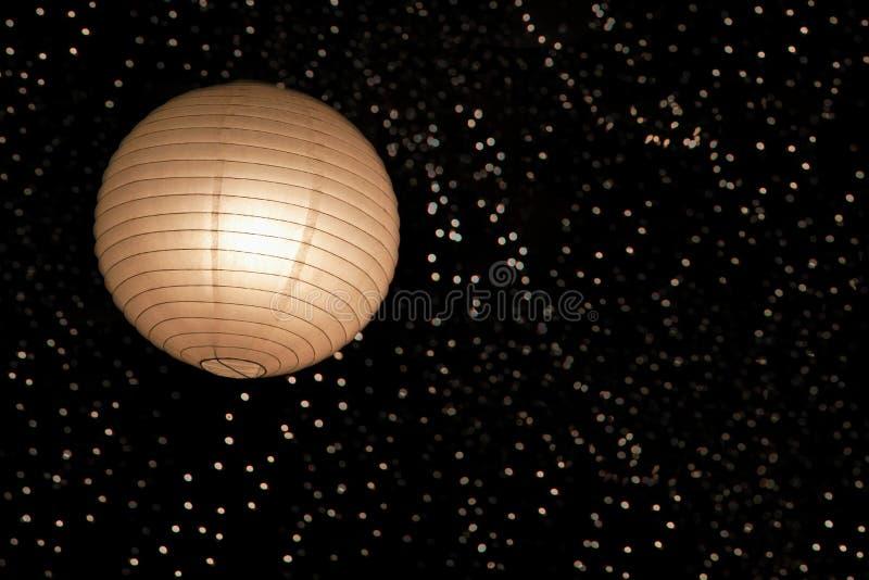 Linterna de papel y luces asiáticas imagen de archivo