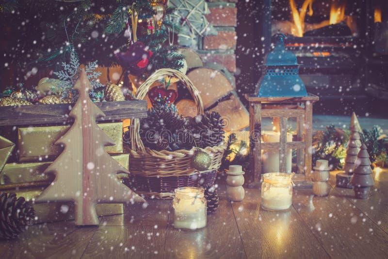 Linterna del ajuste de la Navidad, chimenea imagen de archivo