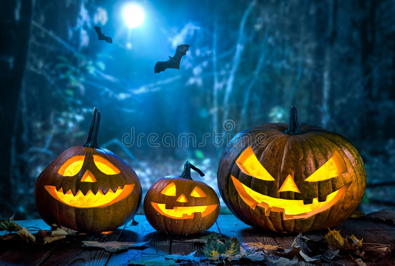 Linterna del enchufe de la cabeza de la calabaza de Halloween imágenes de archivo libres de regalías