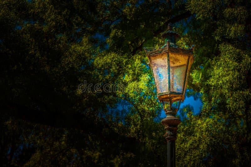 Linterna en el parque Foto del fondo fotos de archivo libres de regalías