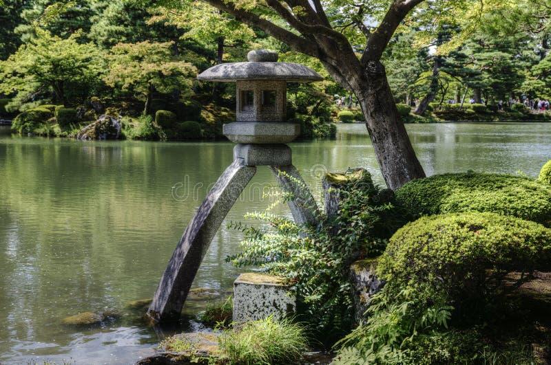 Linterna en Kenroku-en el jardín, Kanazawa, Japón imágenes de archivo libres de regalías