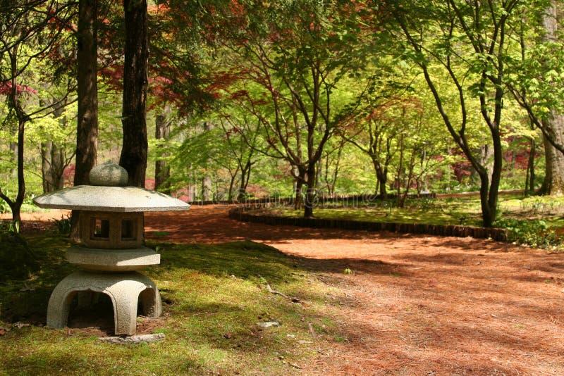Linterna japonesa del jardín imagenes de archivo