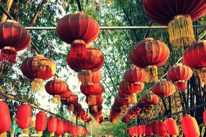 Linterna lunar china y decoraciones del Año Nuevo imagen de archivo