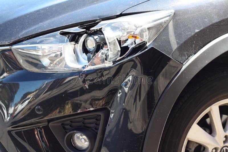 Linterna quebrada del coche imagen de archivo libre de regalías
