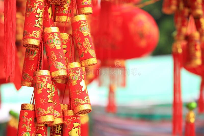 Linterna roja china y petardos falsos fotos de archivo libres de regalías