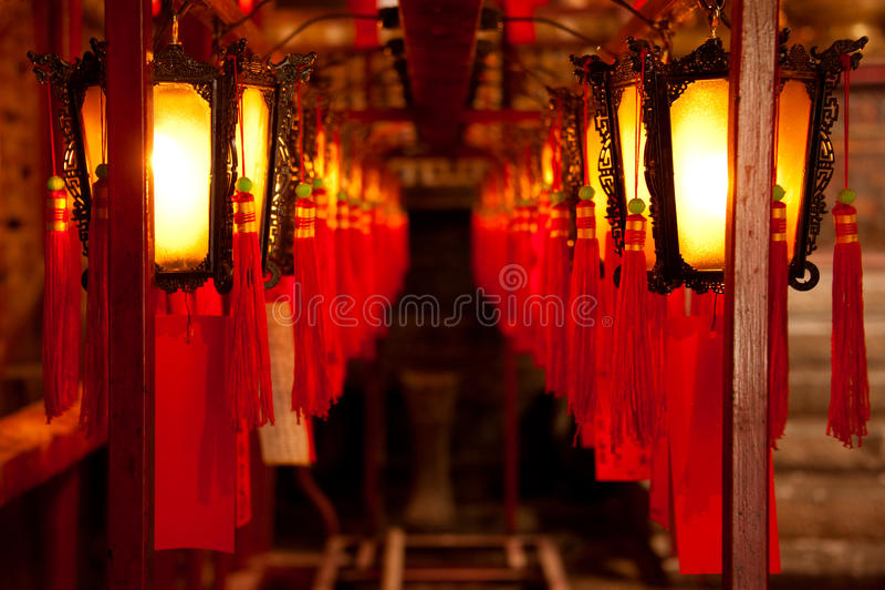 Linternas chinas adornadas en el hombre Mo Temple en Hong Kong, China foto de archivo libre de regalías
