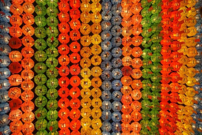 Linternas coloridas en el templo budista de Jogyesa, Seul, Corea del Sur fotos de archivo libres de regalías
