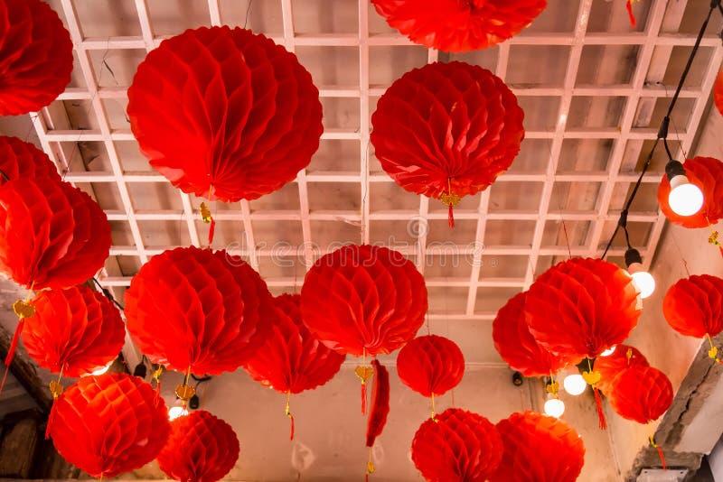 Linternas de papel chinas rojas en el templo, Tailandia fotografía de archivo libre de regalías