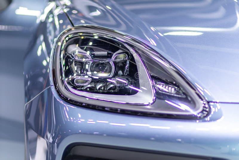 Linternas del coche Detalle exterior Concepto del lujo del coche fotos de archivo
