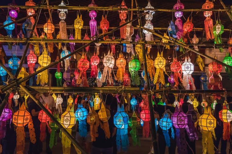 Linternas durante Loy Krathong imágenes de archivo libres de regalías