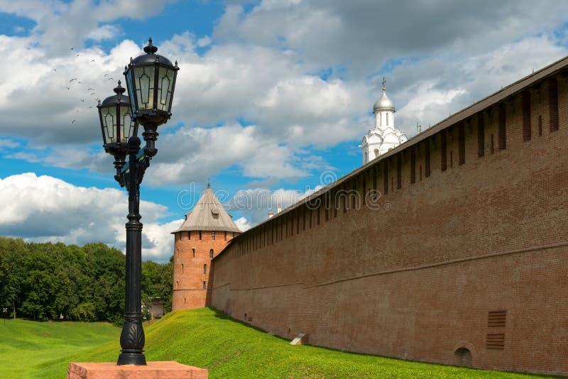 Linternas en el puente cerca de la entrada al Kremlin imagen de archivo libre de regalías