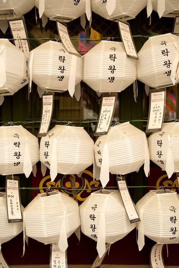 Linternas en el templo de Jogyesa en Seul en Corea del Sur fotos de archivo