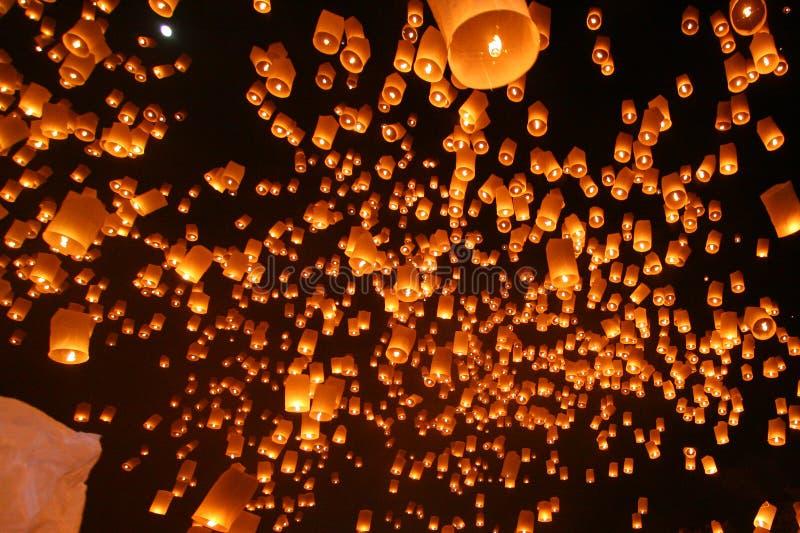 Linternas flotantes imagenes de archivo