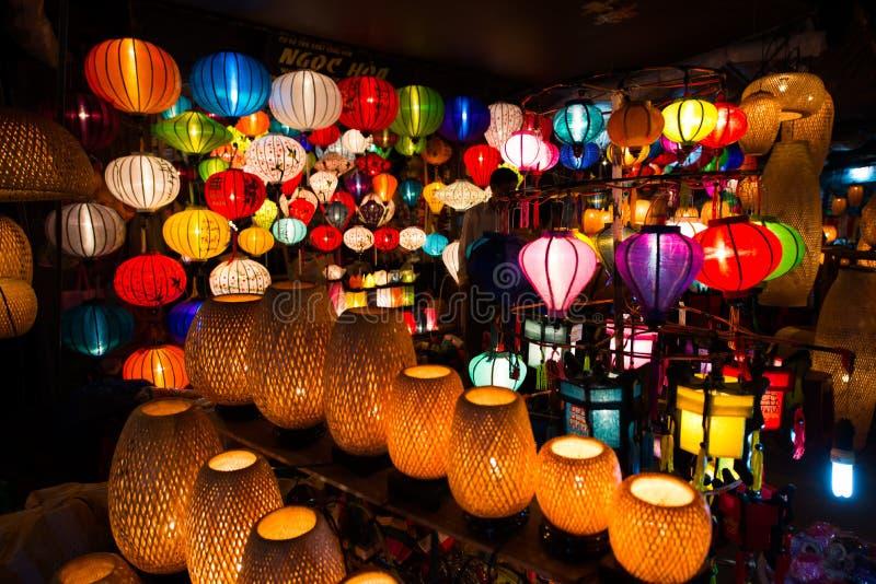 Linternas Handcrafted en la noche en la ciudad antigua Hoi An fotos de archivo libres de regalías