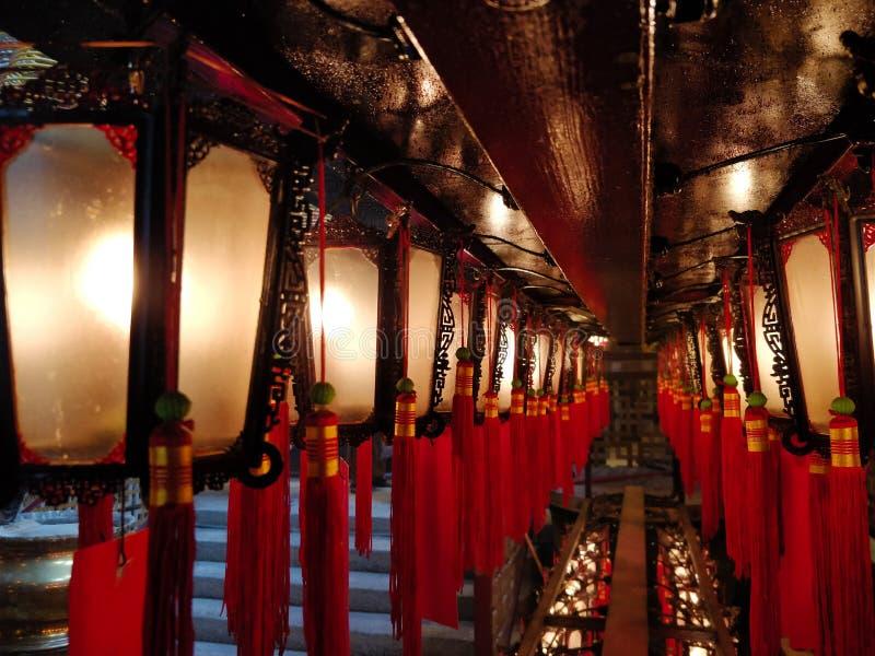 Linternas rojas en un templo de Hong Kong foto de archivo libre de regalías