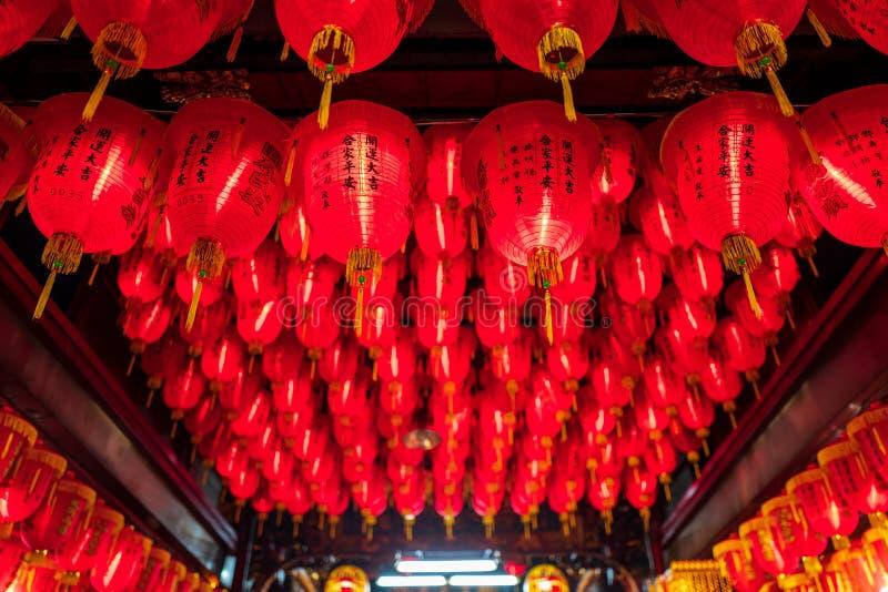 Linternas rojas en un templo en Taipei, Taiwán foto de archivo libre de regalías