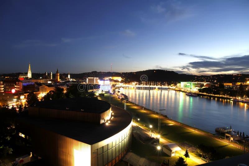 Linz bis zum Nacht lizenzfreie stockfotos