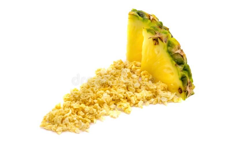 Liofilizujący i świeży ananasowy ananas na białym tle fotografia royalty free