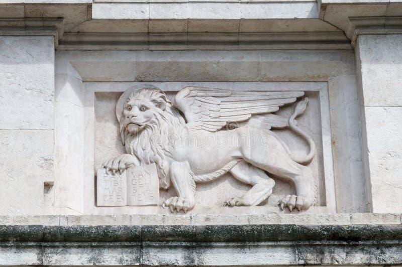 Lion chez Porta San Giacomo Détail de la porte à la vieille ville des jujubes photographie stock