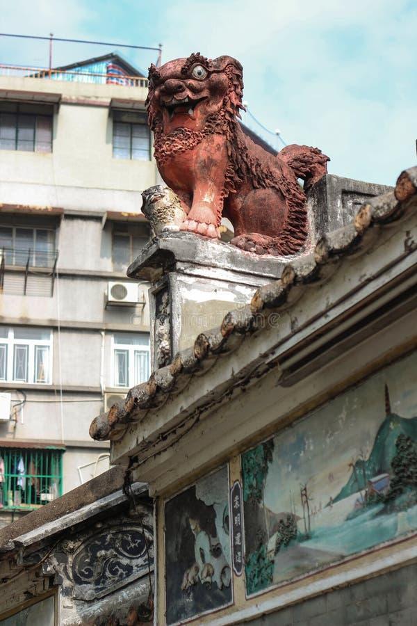 Lion chinois de gardien. Lin Kai Temple dans Macao photo libre de droits