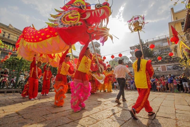 Lion Dance du sud à la cérémonie d'ouverture d'oeil, pagoda de Madame Thien Hau, Vietnam photo stock