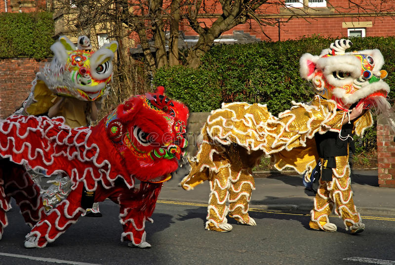 Lion Dancing Chinese New Year berömmar i Blackburn England royaltyfri fotografi
