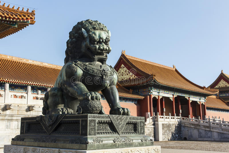 Lion de cuivre derrière au Hall de l'harmonie Supreme photo libre de droits