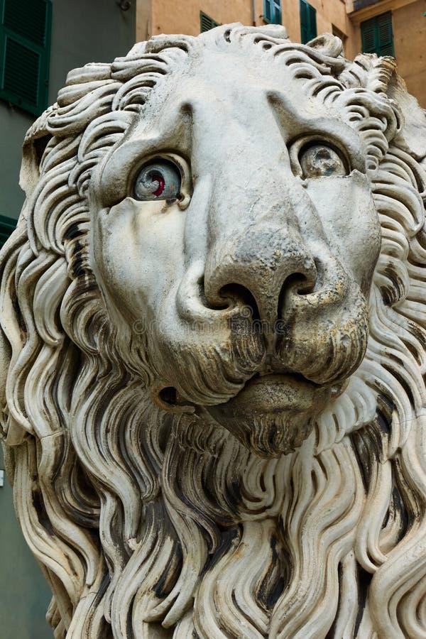 Lion de marbre à Gênes photos libres de droits