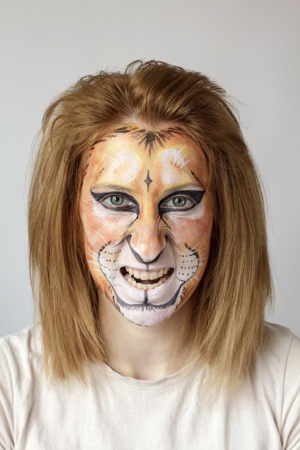 Lion de peinture de visage images stock