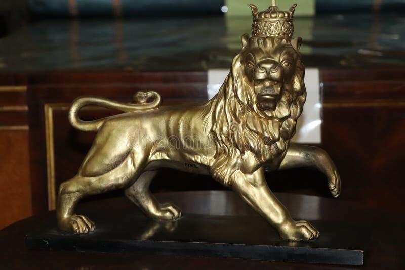 Lion de sculpture en Judah dans le musée ethnographique Addis Ababa University, ancien palais de Haile Selassie I photo libre de droits