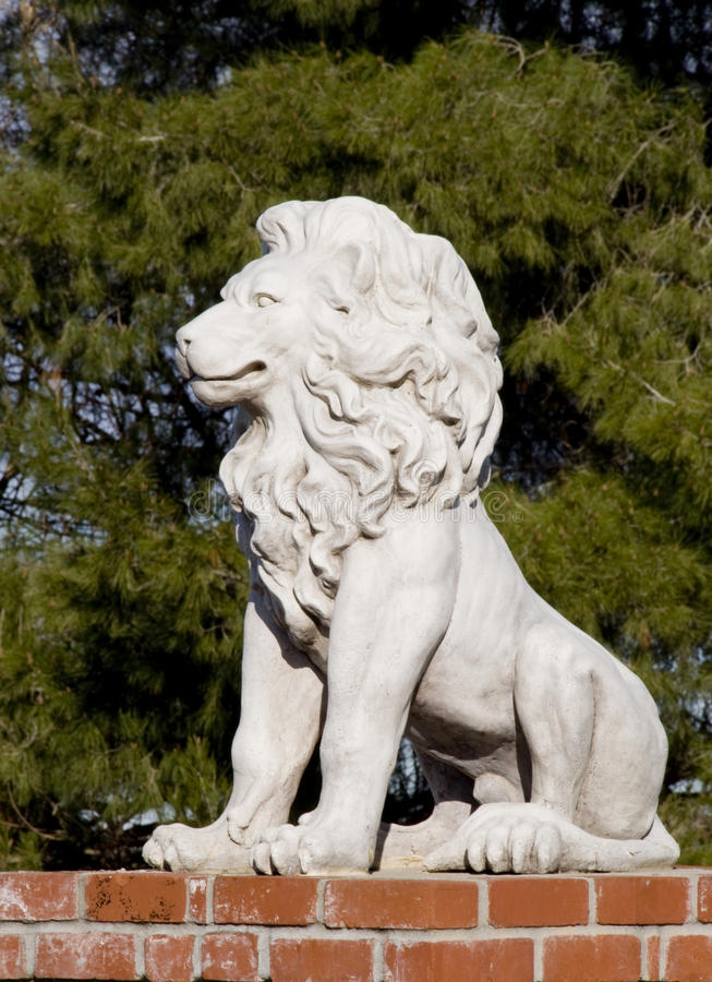Lion en pierre image libre de droits