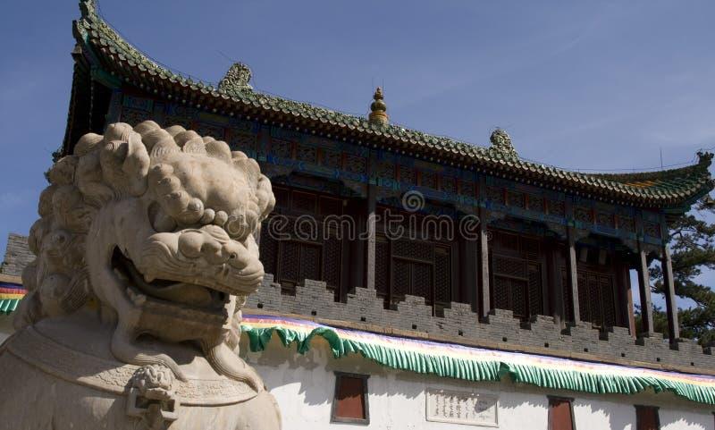 Lion en pierre de porcelaine photo libre de droits