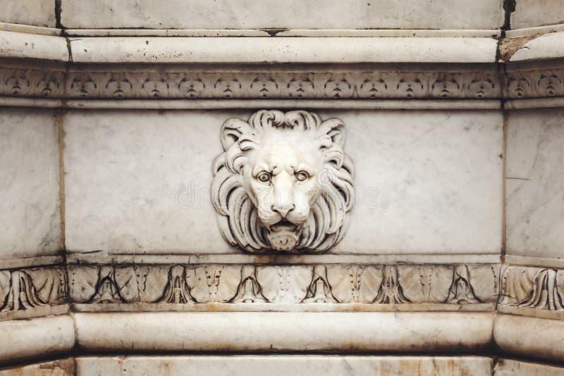 Lion Head Bas-Relief de marbre antique photo libre de droits