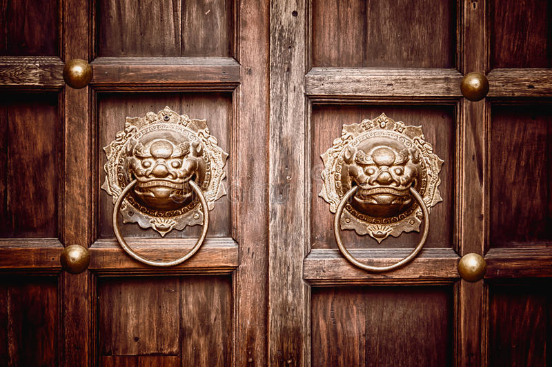 Lion Head Door Knocker lizenzfreies stockfoto