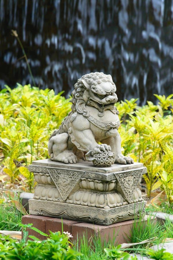 Lion impérial chinois, pierre de lion de gardien, style chinois dans le chi image stock