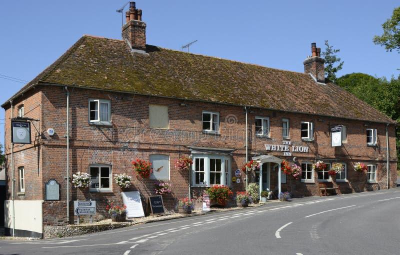 Lion Inn blanc chez Wherwell hampshire l'angleterre photographie stock