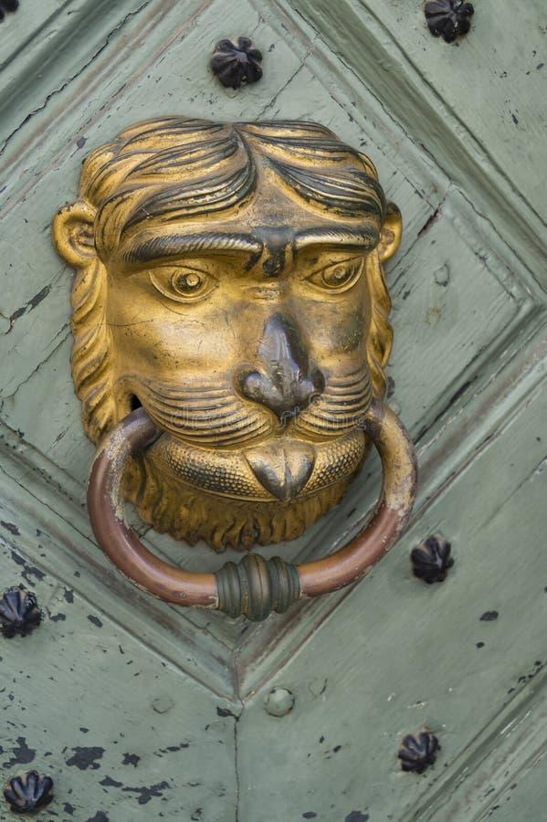 Lion Man-deurkloppers stock afbeeldingen