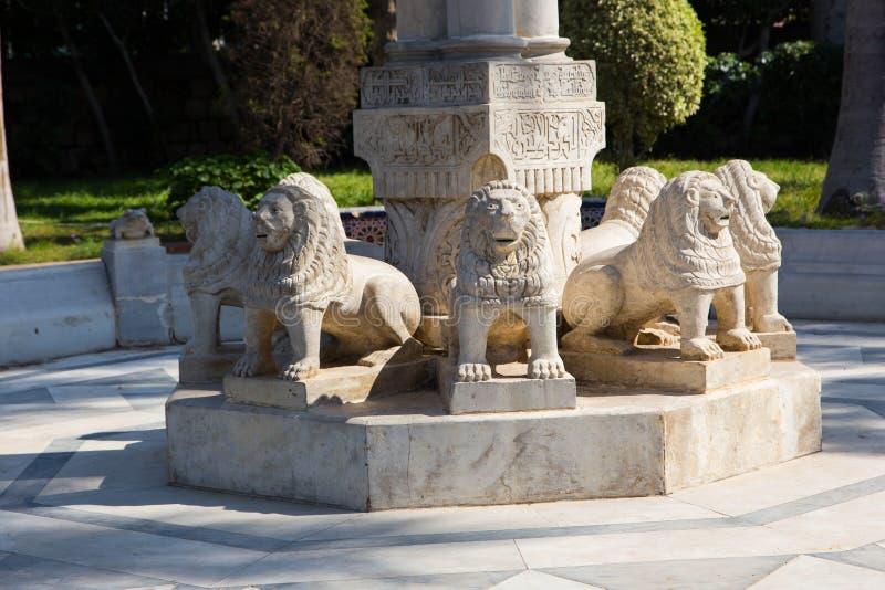Lion Sculptures no jardim - África fotografia de stock