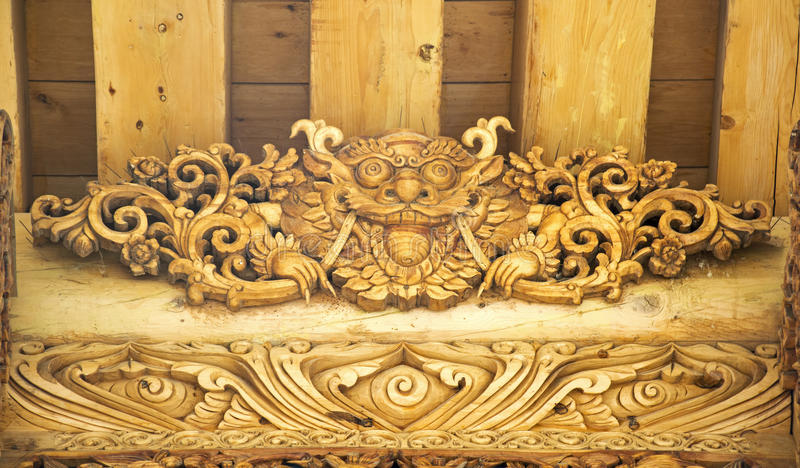Lion Wood Carving Gate imagenes de archivo
