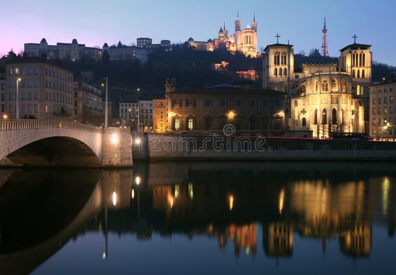 Lione Fourviere e chiesa alla notte immagini stock libere da diritti